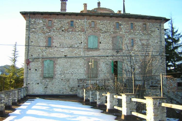 Piemonte (Cuneo) Castello di Montemale on sale 2.700 sqm