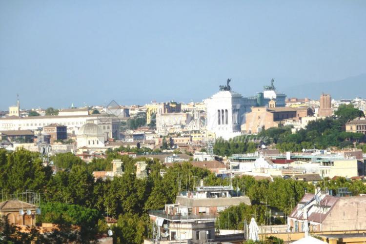 Gianicolo (ad. Via Poerio) Via F. dall'Ongaro 250 sqm