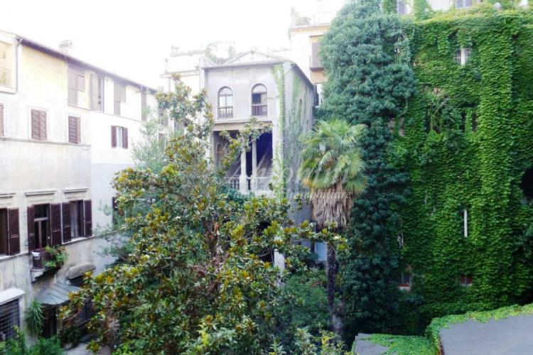 Historic Center Via dei Cappellari (Campo dè Fiori) 100 sqm