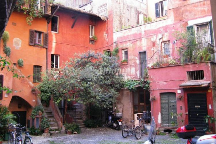 Historic Center Via del Pellegrino (Campo dè Fiori) 80 sqm