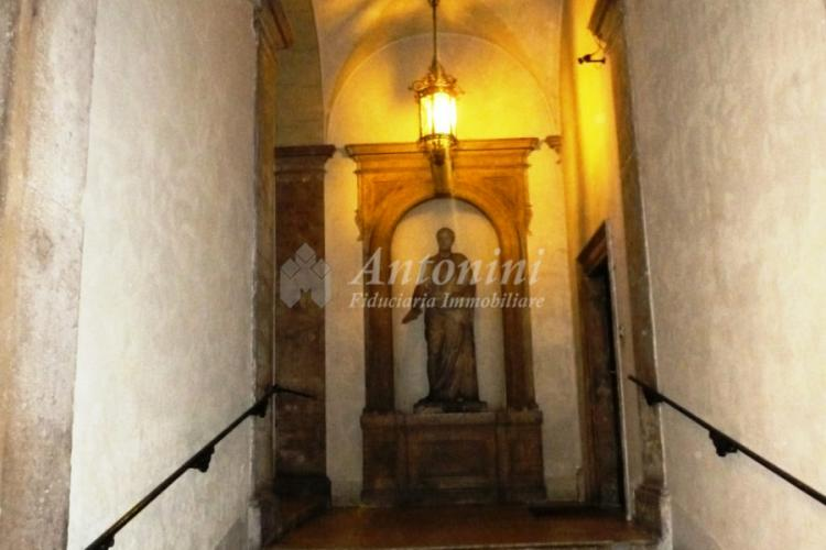 Historic Center Via Giulia 240 sqm