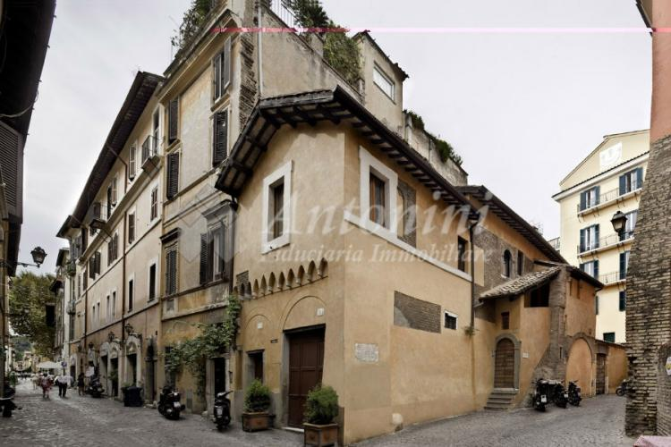 Trastevere Small Building 280 sqm