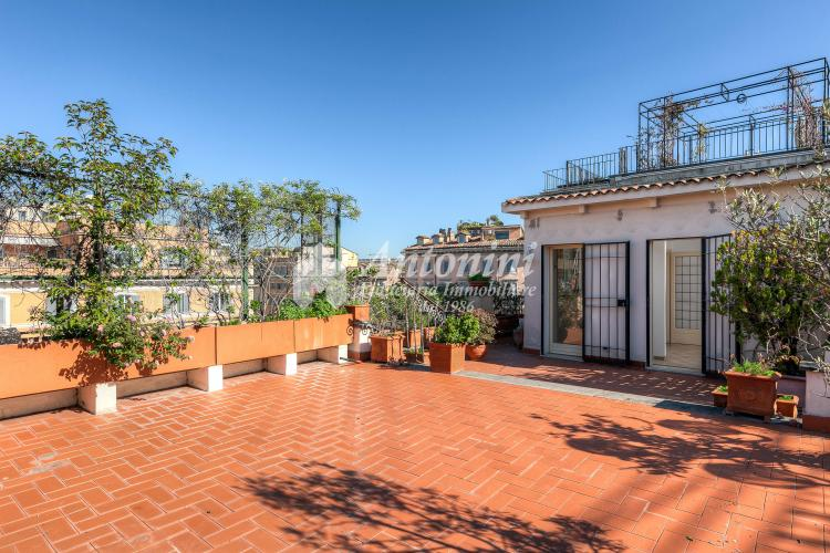 Historic Center Penthouse Via dei Banchi Vecchi 258 sqm