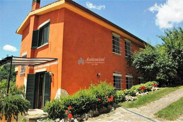 Roma Castelnuovo di Porto Villa on sale 275 mq