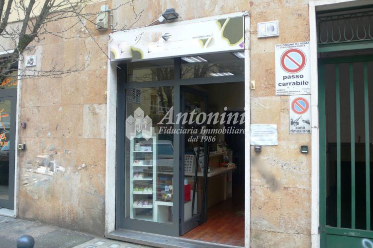 Trieste Via Collalto Sabino Shop for rent 60 sqm