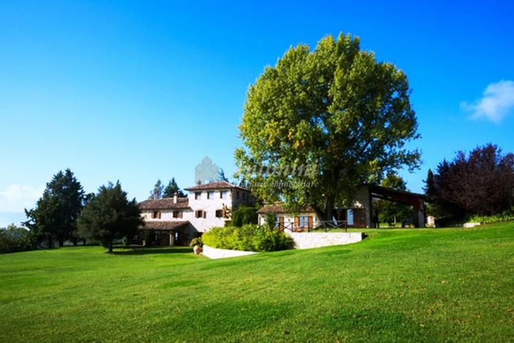 Umbria - Todi (Perugia) Villa on sale 585 sqm