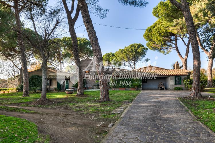 Roma Villa Via Salaria km 18,500 - Riserva naturale della Marcigliana on sale 800 sqm
