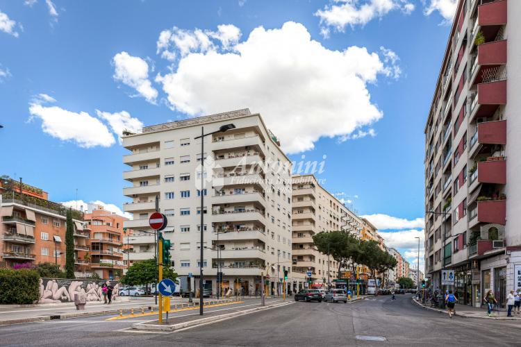 Trieste Viale Libia Office on sale 110 sqm