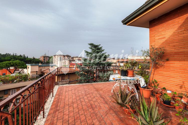 Penthouse Nuovo Salario Via Tresana 175 sqm