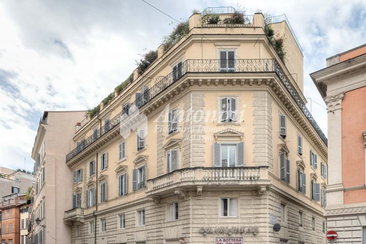 Centro Storico Via dei Banchi Vecchi Office for rent 140 sqm